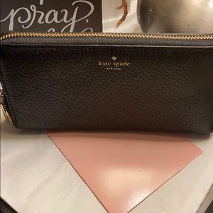 NWT Kate spade pebble black wallet